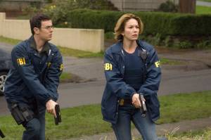 Colin Hanks (Agent Griffin Dowd) en Diane Lane (Agent Jennifer Marsh)