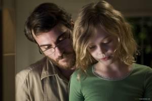 Elle Fanning (Emma Learner) en Joaquin Phoenix (Ethan Learner)