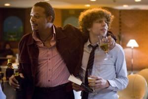 Jesse Eisenberg (Benjamin) en Terrence Howard (Duck)