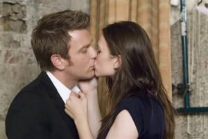 Hayley Atwell (Angela Stark) en Ewan McGregor (Ian)
