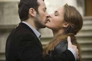 Michaël Cohen (Gabriel) en Julie Gayet (Émilie)