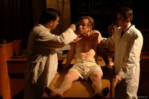 Tim Roth (Dominic)