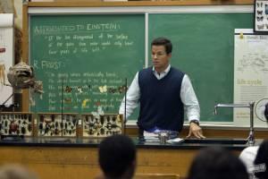 Mark Wahlberg (Elliot Moore)