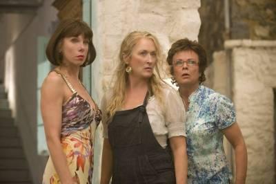Christine Baranski (Tanya), Meryl Streep (Donna) en Julie Walters (Rosie)