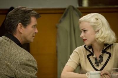 Pierce Brosnan (Richard Langley) en Rachel McAdams (Kay Nesbitt)
