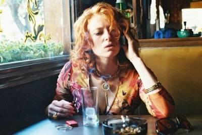Tilda Swinton (Julia)