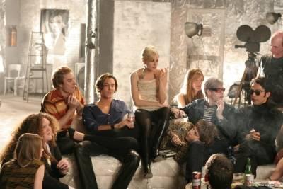 Sienna Miller (Edie Sedgwick) en Guy Pearce (Andy Warhol)