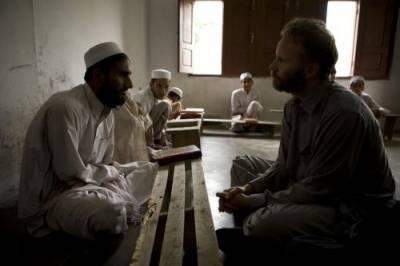 Morgan Spurlock (Zichzelf) in Where in the World Is Osama Bin Laden?