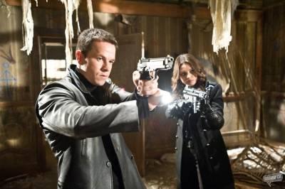Mila Kunis (Mona Sax) en Mark Wahlberg (Max Payne)