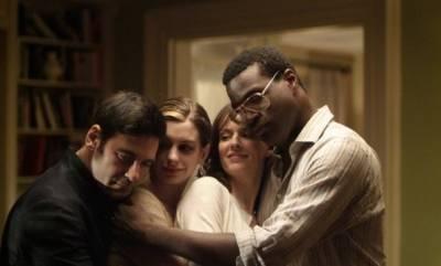 Tunde Adebimpe (Sidney), Rosemarie DeWitt (Rachel), Anne Hathaway (Kym) en Mather Zickel (Kieran)