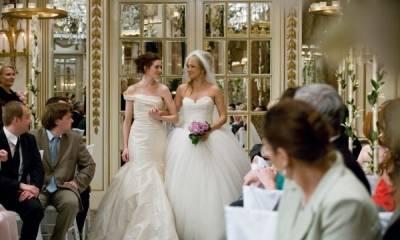 Anne Hathaway (Emma) en Kate Hudson (Liv)