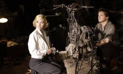 Jessica Biel (Larita Whittaker) en Colin Firth (Mr. Whittaker)