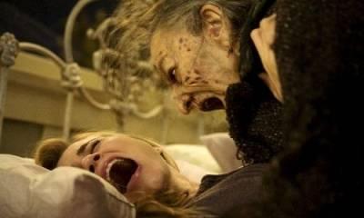 Alison Lohman (Christine Brown) en Lorna Raver (Mrs. Ganush)
