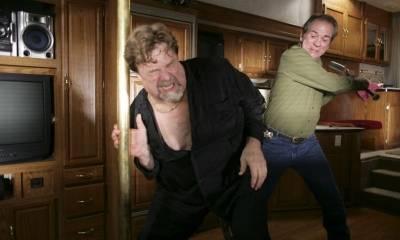 John Goodman (Julie 'Baby Feet' Balboni) en Tommy Lee Jones (Dave Robicheaux)