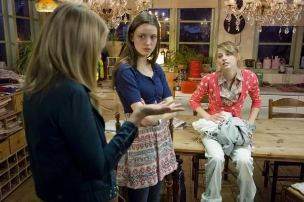 Claire Bender (Julia) en Gaite Jansen (Eva)