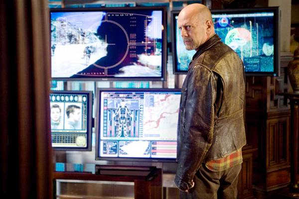 Bruce Willis (Agent Greer)