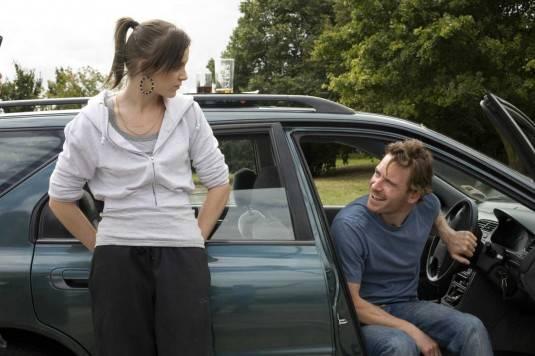 Michael Fassbender (Connor) en Katie Jarvis (Mia)