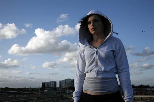 Katie Jarvis (Mia)