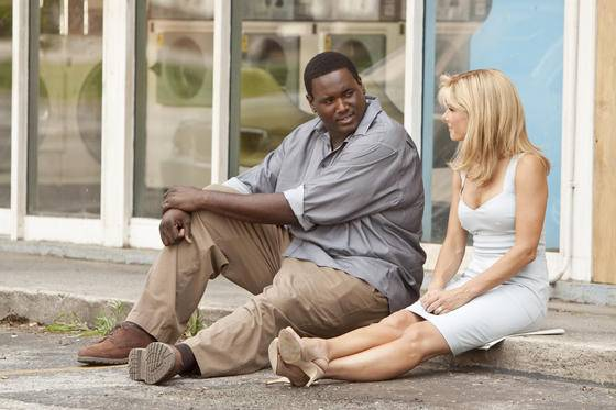 Quinton Aaron (Michael Oher) en Sandra Bullock (Leigh Anne Tuohy) in The Blind Side
