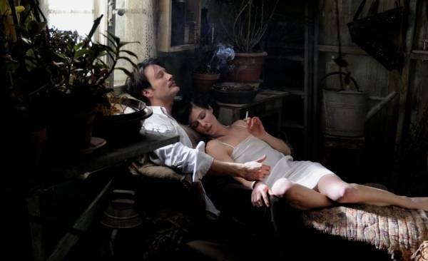 Mads Mikkelsen (Igor Stravinsky) en Anna Mouglalis (Coco Chanel)