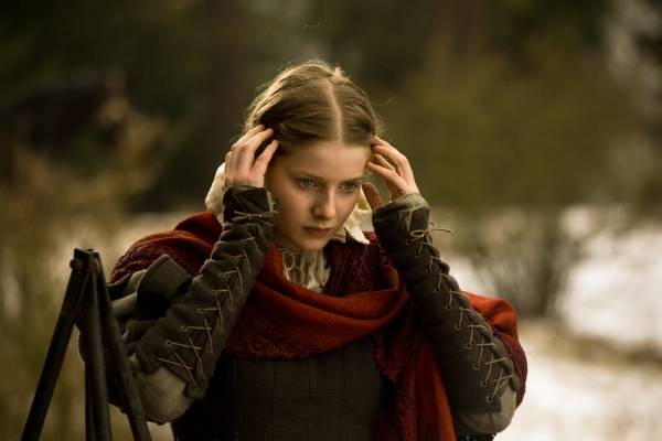 Rachel Hurd-Wood (Meredith Crowthorn)