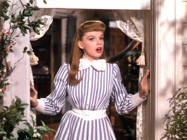 Judy Garland (Esther Smith) in Meet Me in St. Louis