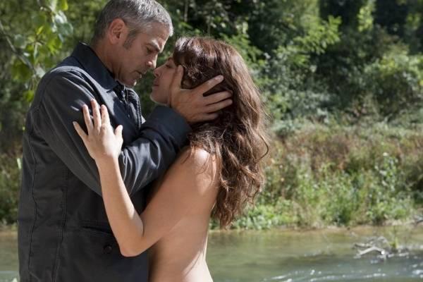 George Clooney (Jack) en Violante Placido (Clara)