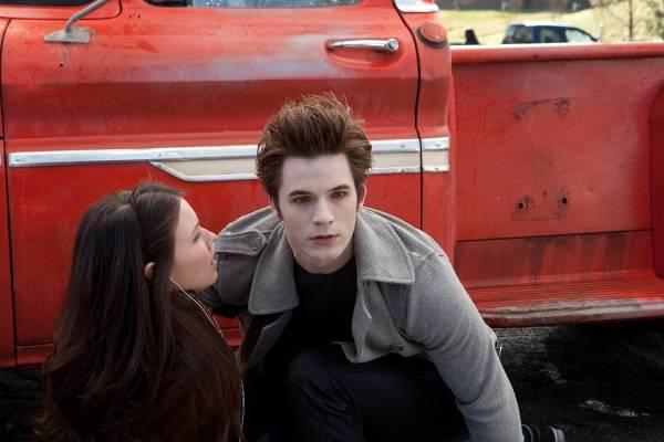 Matt Lanter (Edward) en Jenn Proske (Becca Crane)