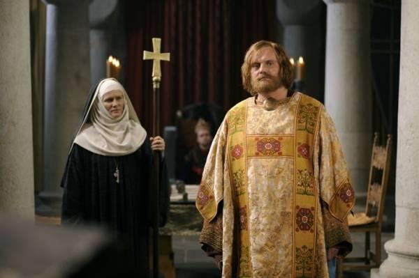 Devid Striesow (Kaiser Friedrich Barbarossa) en Barbara Sukowa (Hildegard von Bingen)