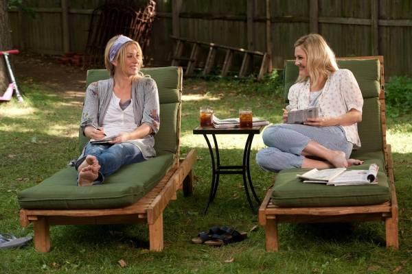 Christina Applegate (Corinne) en Drew Barrymore (Erin)