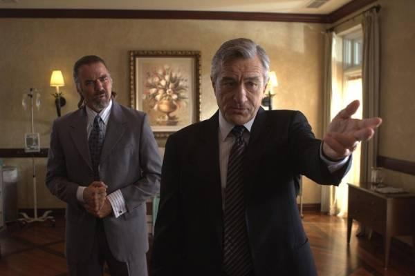Robert De Niro (Senator McLaughlin)