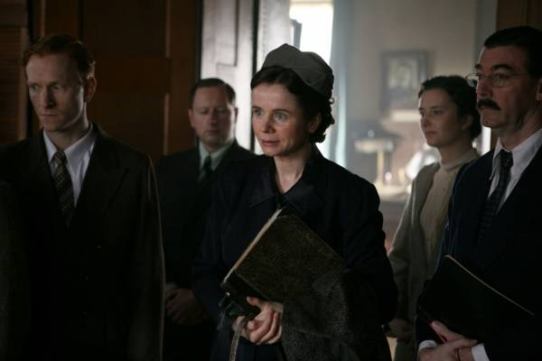 Emily Watson (Evgenia Ginzburg)