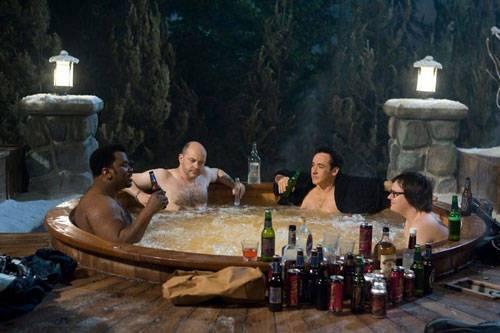 Rob Corddry (Lou), John Cusack (Adam), Clark Duke (Jacob) en Craig Robinson (Nick) in Hot Tub Time Machine