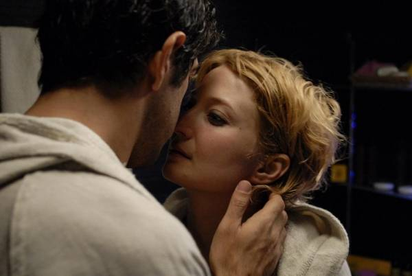 Pierfrancesco Favino (Domenico) en Alba Rohrwacher (Anna)