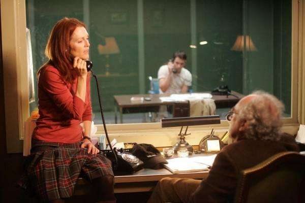 Julianne Moore (Dr. Cara Jessup)