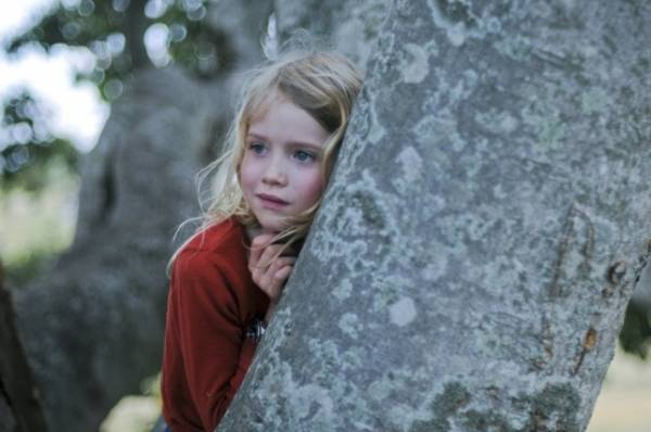 Morgana Davies (Simone O'Neil - Dawn's 8-year-old daughter who believes her dad still lives in a fig tree)
