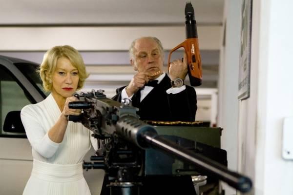 John Malkovich (Marvin Boggs) en Helen Mirren (Victoria)