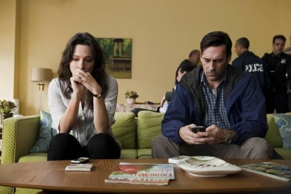 Rebecca Hall (Claire Keesey) en Jon Hamm (FBI S.A. Adam Frawley)