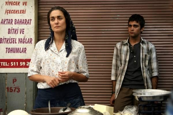 Basak Köklükaya (Zehra) en Melih Selcuk (Yusuf)