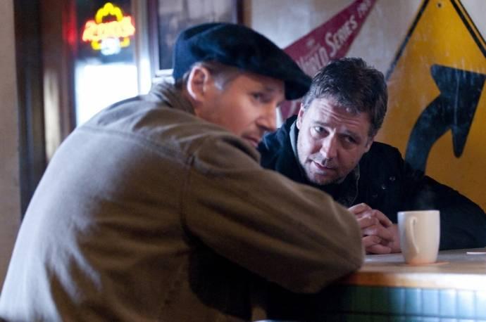 Russell Crowe (John Brennan) en Liam Neeson (Damon)
