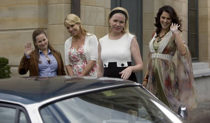 Lies Visschedijk (Roelien Grootheeze), Linda de Mol (Cheryl Morero), Tjitske Reidinga (Claire van Kampen) en Susan Visser (Anouk Verschuur)
