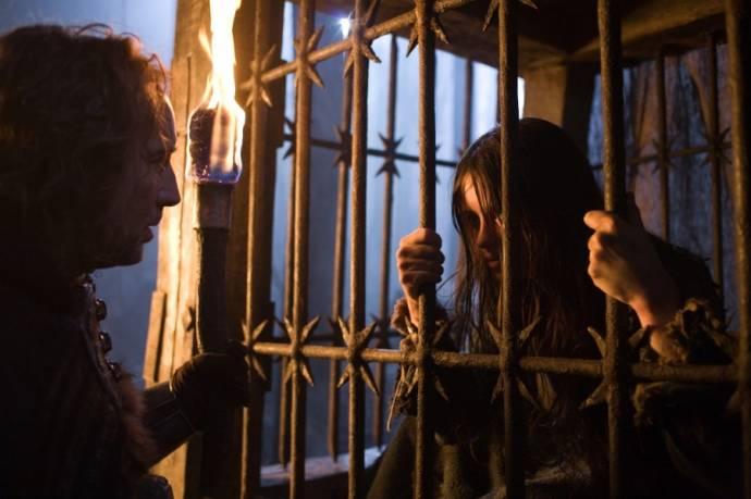 Nicolas Cage (Behmen) en Claire Foy (The Girl)