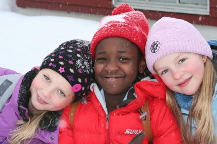 Ado Johanna Girirpio (Naisha), Live Marie Runde (Julie) en Regine Stokkevåg Eide (Mette)