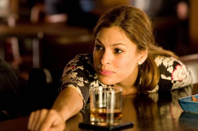 Eva Mendes (Laura)