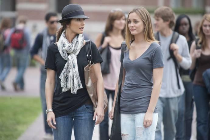 Minka Kelly (Sara Matthews) en Leighton Meester (Rebecca)