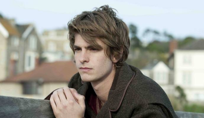 Andrew Garfield (Tommy)