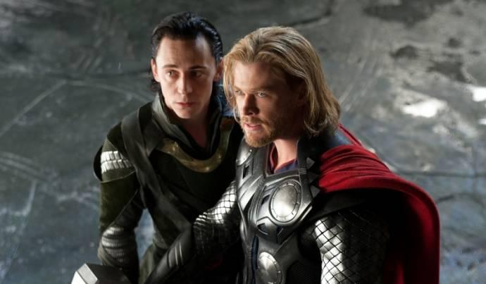 Tom Hiddleston (Loki) en Chris Hemsworth (Thor)