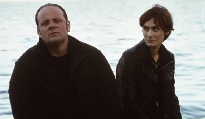 Grégory Gadebois (Tony Vialet - un marin-pêcheur (as Grégory Gadebois de la Comédie Française)) en Clotilde Hesme (Angèle)