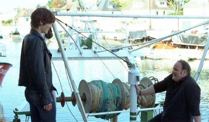 Clotilde Hesme (Angèle) en Grégory Gadebois (Tony Vialet - un marin-pêcheur (as Grégory Gadebois de la Comédie Française))