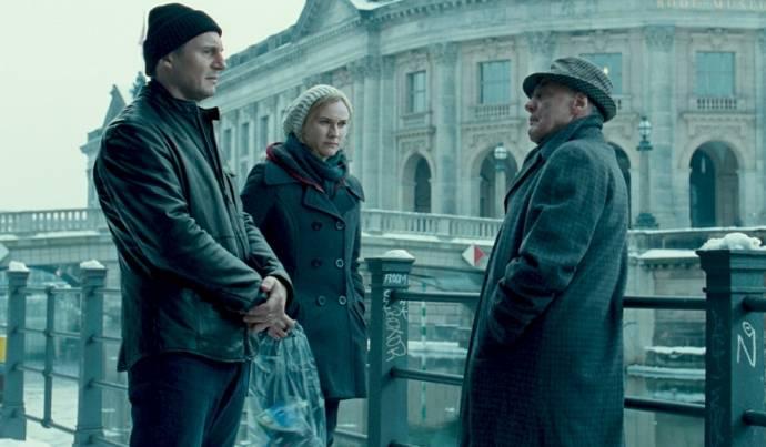 Liam Neeson (Dr. Martin Harris), January Jones (I) (Elizabeth Harris) en Frank Langella (Rodney Cole)